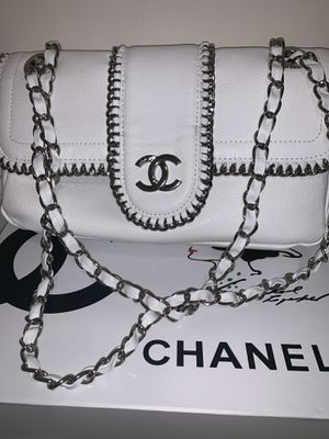 Chanel Chain Bag for Sale in Beverly Hills, CA