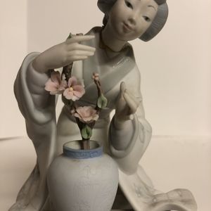 Lladro Geisha Setting Flowers Made In Spain for Sale in Des Plaines, IL