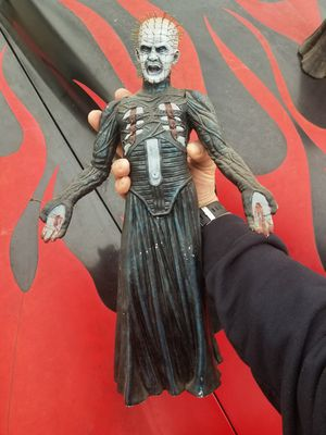"""PINHEAD """"Hellraiser"""" Model kit Statue SIGNED By CLIVE BARKER !! for Sale in Los Angeles, CA"""