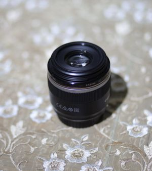 Canon EF-S 60mm f/2.8 Macro USM for Sale in Euless, TX