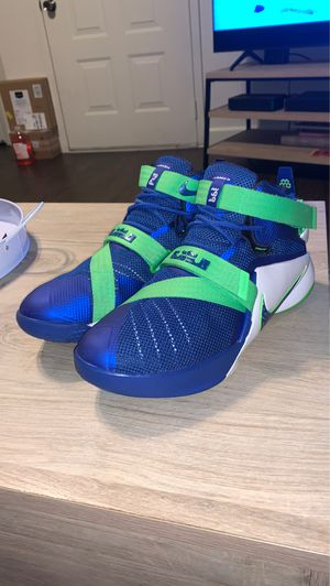 Nike LeBron Solider 9 Size 7Y for Sale in Clovis, CA