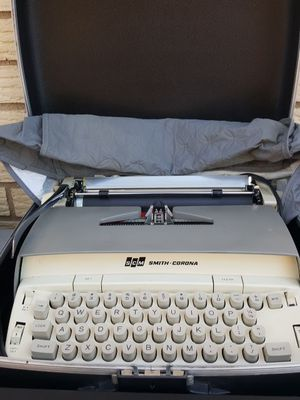 Smith Corona Typewriter for Sale in Oak Lawn, IL