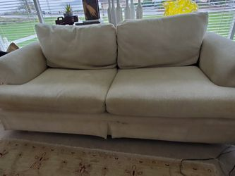 Beautiful Beige Chenille Sofa for Sale in Port Orchard,  WA