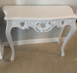 White Wood Console Table for Sale in Miami, FL