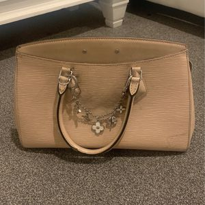 Louis Vuitton Bag With Charm Chain for Sale in Los Angeles, CA