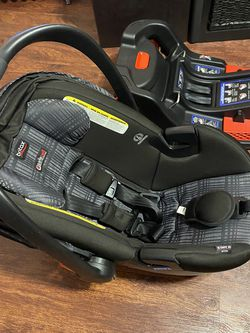 Britax B safe 35 Elite Infant Car Seat for Sale in Queens,  NY