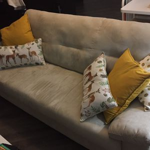 Sofa plus 5 pillows for Sale in St. Louis, MO