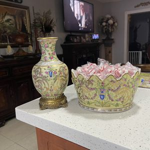 Antique Porcelain And Bronze Vase And Free Centerpiece United Wilson Brand for Sale in Hialeah, FL