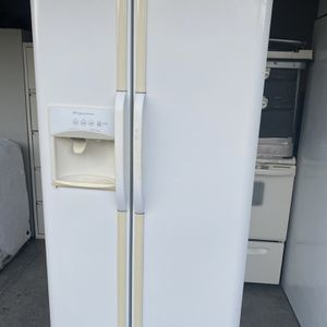 Free Refrigerator for Sale in New Port Richey, FL
