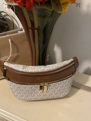 New!!!!! Michael Kors Fanny pack or waist bag for Sale in Long Beach, CA