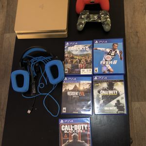 Ps4 Gold limited Edition 1TB for Sale in Daytona Beach, FL
