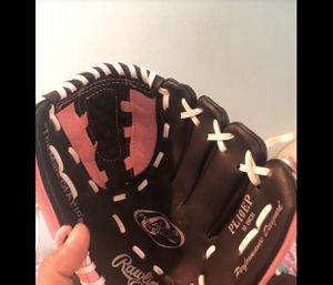 Rawlings girls baseball glove for Sale in Riverside, CA