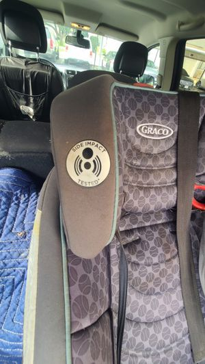 Graco car seat with detachable booster seat. Works perfect nothing wrong with it for Sale in Corona, CA