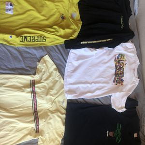 Lot of 5 supreme shirts Used in good condition for Sale in Las Vegas, NV