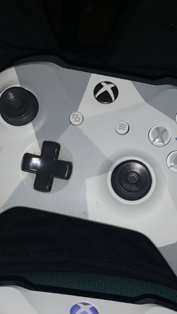 Xbox One controller for Sale in Houston,  TX