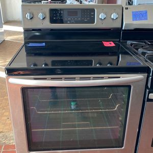 Kitchen Aid Stinless Steel Glass Stove 4 Buner W/ Warming Center/ KitchenAid Stainless Steel Estufa De Vidrio for Sale in San Antonio, TX