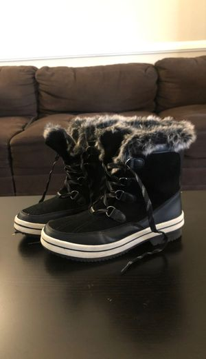 Women's snow/rain boots size 9 for Sale in Garden Grove, CA