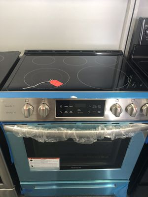 New scratch and dent Frigidaire 5 burner glass top stainless steel slide in range. 1 year warranty for Sale in St. Petersburg, FL