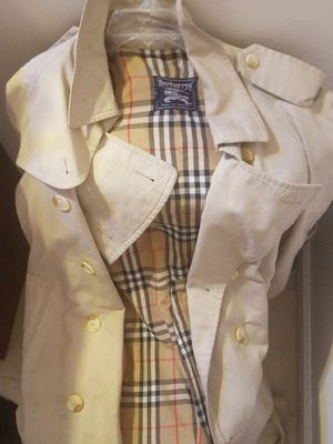 Burberry trench coat for Sale in Baton Rouge, LA