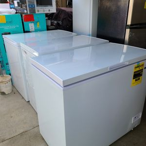 chest freezer 9.0cuft read the description for Sale in Bloomington, CA
