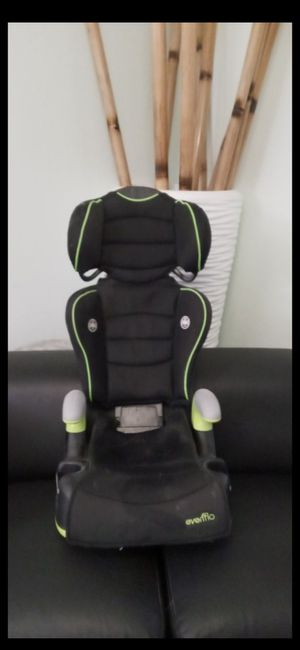 Kids car seat/ booster seat in almost new condition for Sale in Fort Lauderdale, FL