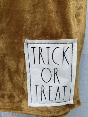 Rae Dunn TRICK OR TREAT Soft Blanket Throw for Sale in San Bernardino, CA