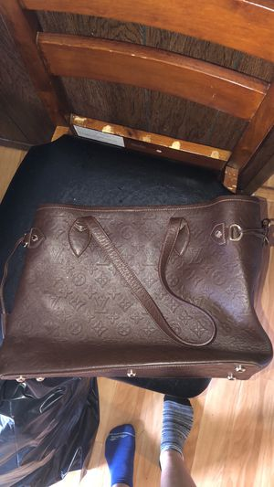 Louis Vuitton bag for Sale in Valley Park, MO