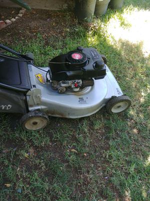 CRAFTSMAN LAWN MOWER DE PUSH TRABAJA BIÉN. for Sale in Riverside, CA