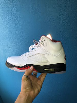 DS Jordan 5 'Fire Red' Size 9M for Sale in Los Angeles, CA