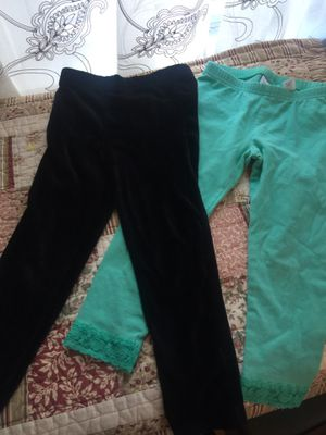 Girls sz 4 stretch leggings mint green & black euc name brand clean no rips no stains no smells. I ship I bundle check my other kids clothes for Sale in Northfield, OH