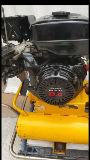 DEWALT AIR COMPRESSOR D55271 8HP Gas 8 Gallons ( it's works ) Only need carburetor filter and covers for Sale in Tampa, FL