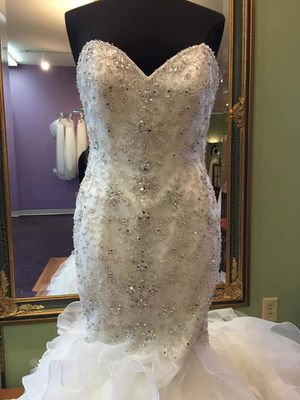 fiore couture bp 70 Johanna ivory brand new dress. Size 24. Can be resized. Picked another dress for wedding. for Sale in Harrisonburg, VA