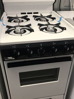 BROWN GAS STOVE WHITE COLOR 20'INCHES BRAND NEW OPEN BOX for Sale in Moreno Valley,  CA