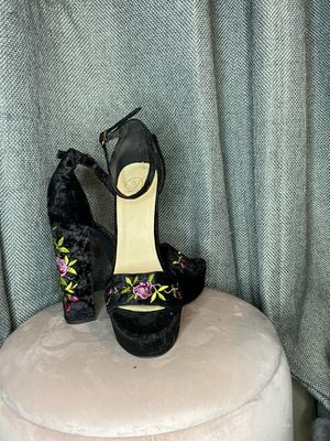 VELVET FLOWER EMBROIDERED HEELS SIZE 7.5 for Sale in Laredo, TX