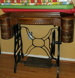 Antique singer's sewing machine for Sale in Gaithersburg,  MD