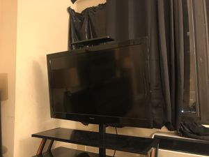 Tv with its table for Sale in Maywood, NJ