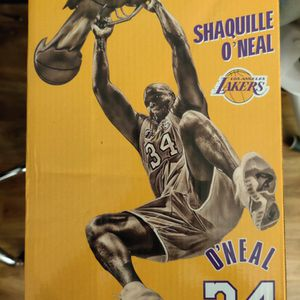 Shaquille O'Neal Mini Lakers Statue for Sale in Los Angeles, CA