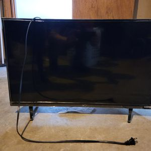 """Selling 4 Flat Screen TV,s Vizio 32"""" Affinity 32"""" Magnavox 50"""" Panasonic 50"""" for Sale in Brookfield, MA"""