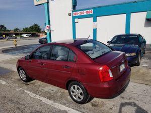 Hyundai accent 2011 for Sale in Doral, FL