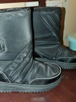 Child Size 2 Snow Boots for Sale in Moreno Valley,  CA