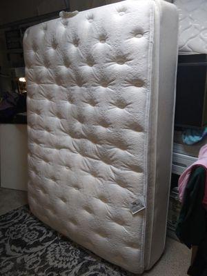 Pillow top queen mattress for Sale in Bartow, FL