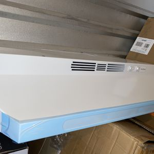 """Nutone 36 """" white convertible under cabinet kitchen range hood with light brand new in the box for Sale in Las Vegas, NV"""