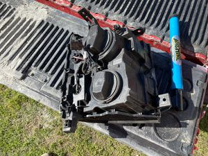 Gmc 2500 front left light for Sale in Knightdale, NC