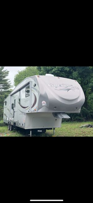 2011 5th wheel Greystone Camper for Sale in Hudson, MA