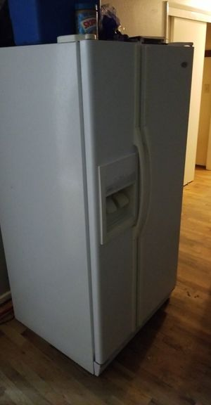 White appliance refrigerator stove range microwave for Sale in Tacoma, WA