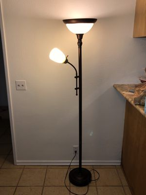 Floor lamp for Sale in Huntington Beach, CA