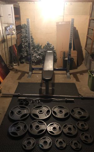 Bench press with 300lbs of weight and curl bar for Sale in Columbus, OH