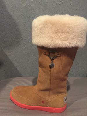 Girl boots UGG size 3 for Sale in Long Beach, CA