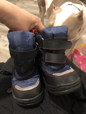 Size 10 kids snow boots for Sale in Monrovia, CA
