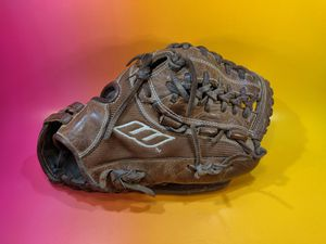 Worth right-hand throw softball glove for Sale in San Jose, CA